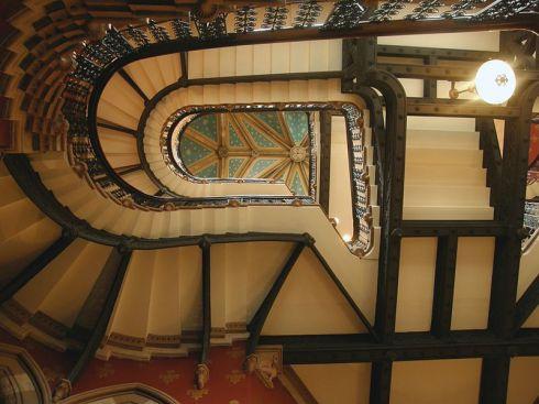 349d3-800px-gilbert_scott27s_staircase_inside_the_st-_pancras_hotel